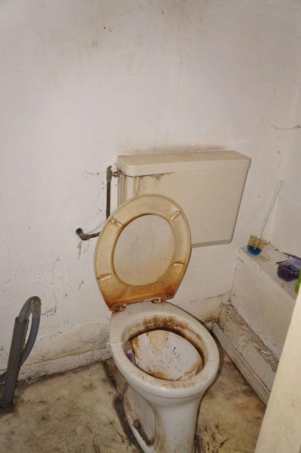 Toilet Te Koop.Dit Herenhuis In Vlissingen Is Te Koop Maar Niet Om Aan