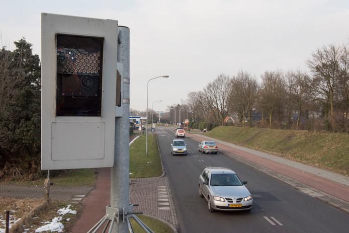 De flitspaal aan de Van Geenstraat in Putten was afgelopen jaar goed voor 11.079 boetes.