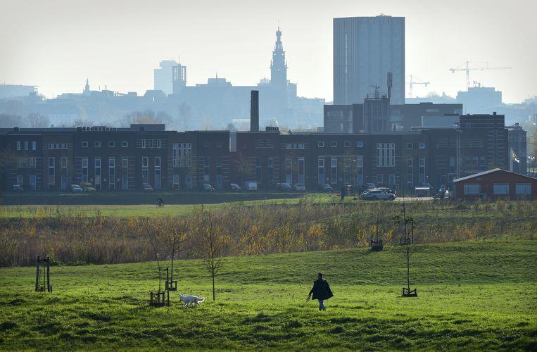 Zicht op Nijmegen vanuit tussenruimte Arnhem. Beeld Marcel van den Bergh