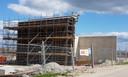 De bouw van het transformatorhuis van Windpark Zeewolde gebeurt door ABB uit Zwitserland.