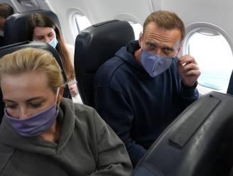 KIJK LIVE: Navalny onderweg naar Moskou, luchthaven sterk beveiligd, aanhangers worden geweerd en gearresteerd