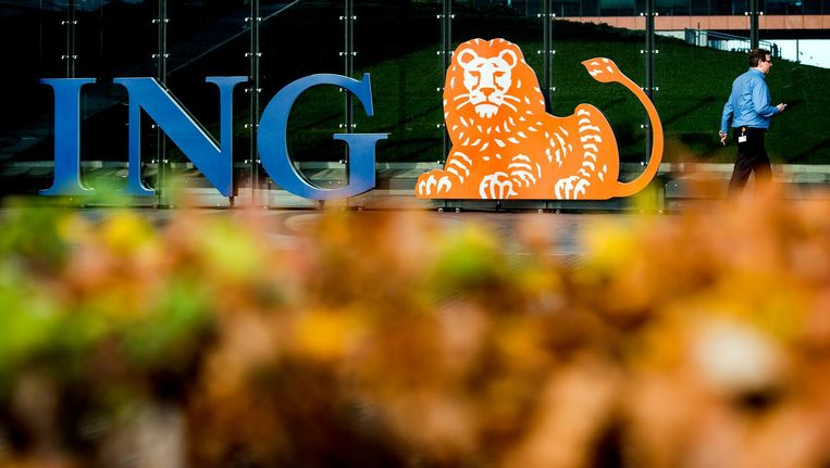 ING verloor 1,3 procent. De uitkomsten van het onderzoek bij ING naar vermeende witwaspraktijken en andere fraude laten langer op zich wachten. Beeld anp