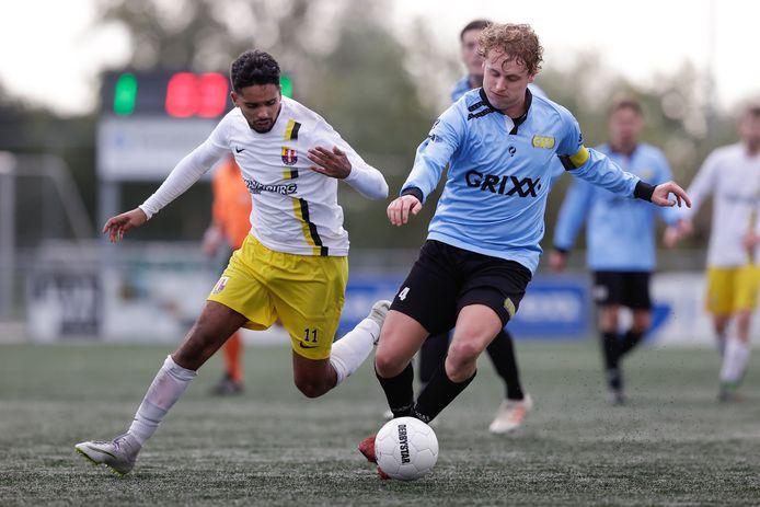 Meer derby's, zoals hier tussen DONK en ESTO, zou het gevolg zijn van een tijdelijke regionale voetbalcompetitie.