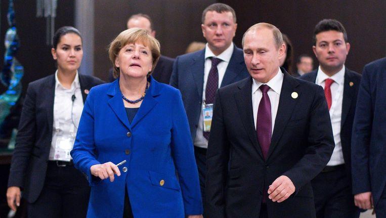 De Duitse bondskanselier Angela Merkel en de Russische president Vladimir Poetin in Antalya. Beeld epa