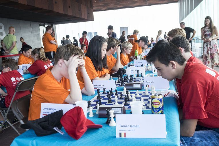 De schakers in het MAS hadden heel wat bekijks, maar ze bleven geconcentreerd.