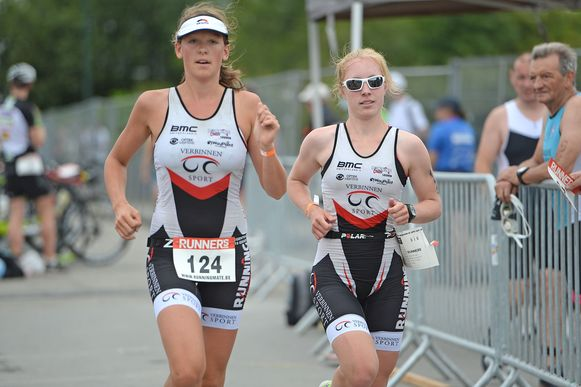 De 4 Fonteinen Triatlon focust dit jaar op vrouwen. Lore Vanclooster en Charlotte Verhaegen (rechts) gaven in het verleden al het goede voorbeeld.