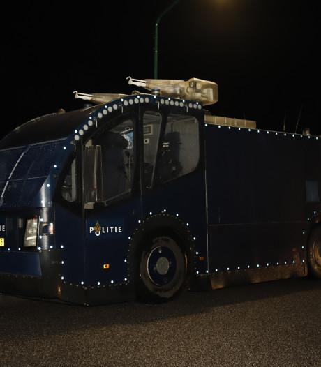 Twee mannen opgepakt voor oproep tot project X Katwijk, vier arrestaties bij massale politie-inzet in Cuijk
