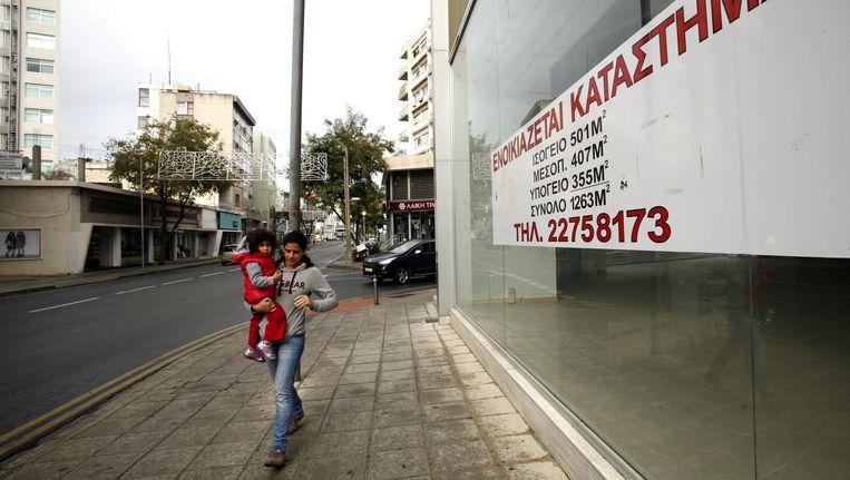 Een lege winkel in Nicosia. Beeld EPA