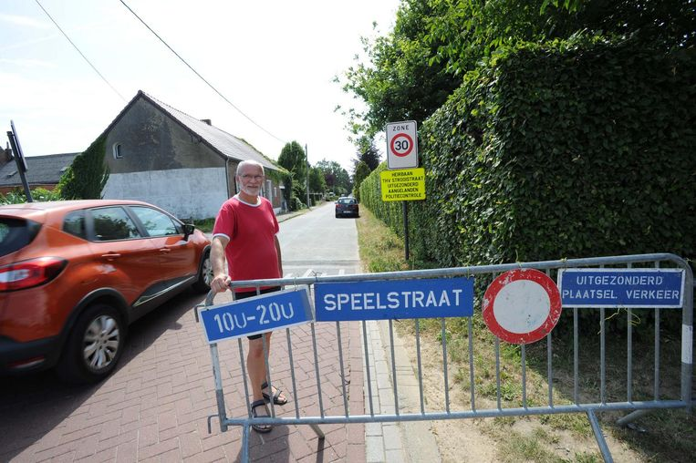 Buurtbewoner Roger Moerenhout is niet te spreken over de speelstraat in de Pastoriestraat.