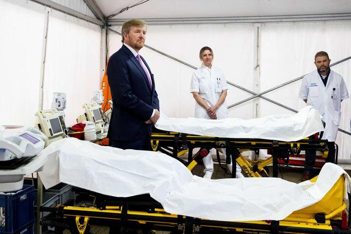 Eind maart bezocht koning Willem-Alexander het Isala ziekenhuis in Zwolle, waar hij zich liet bijpraten over de speciale zorg voor coronapatiënten. Die zorg kan nu worden afgebouwd.