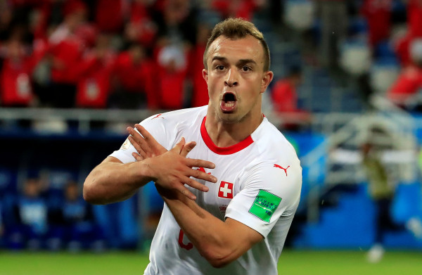 **Shaqiri schiet Zwitsers met beladen goal langs Servië**