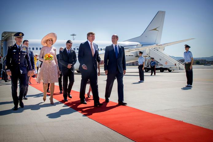Het koningspaar arriveert in Rome.