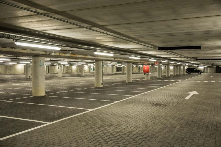 Door de hogere tarieven hebben de ondergrondse parkeergarages nooit zo leeg gestaan als nu.