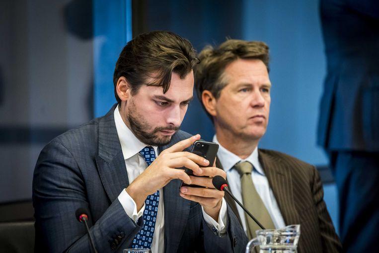 Thierry Baudet  (FvD) en Martin Bosma (PVV) tijdens een hoorzitting in de Tweede Kamer met de parlementaire werkgroep dikastocratie, waar wordt gesproken over de macht van rechters. Beeld ANP
