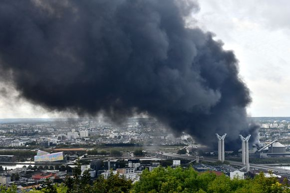 Hoge concentraties dioxine gemeten in de buurt van chemiebedrijf Lubrizol in Rouen.