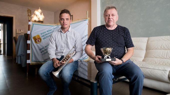 Lode neemt fakkel 'Young Brassband' over van vader