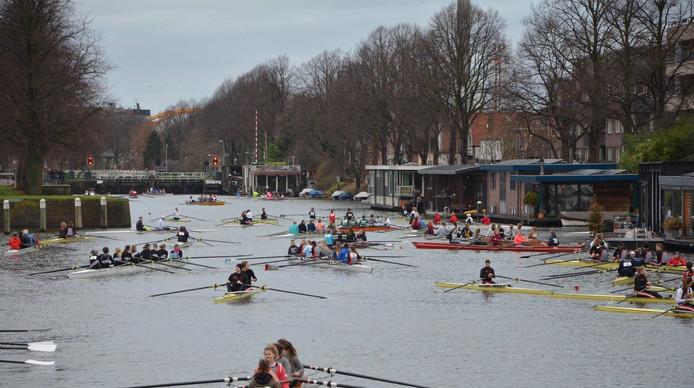 Het Merwedekanaal is steeds lastiger te gebruiken voor de roeisport vanwege de drukte op en rond het water.