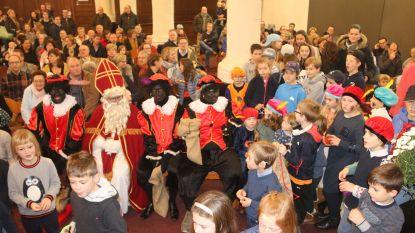 Sinterklaascomité doet Sint-Ursmaruskerk nog eens vol lopen
