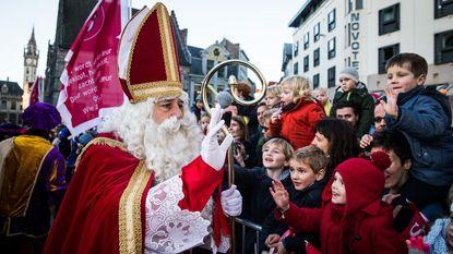 Sint maakt intrede onder Stadshal