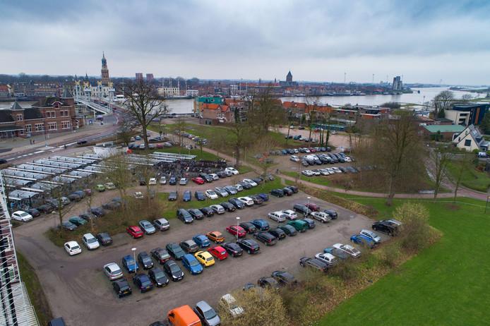 Bolwerk-Buitenwacht bij het NS Station in Kampen.