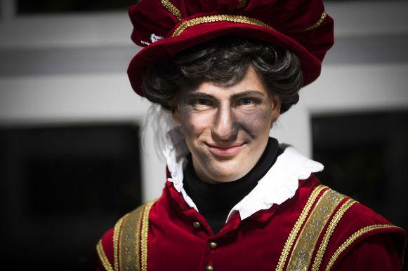 In Amsterdam zijn de ontwerpen van de nieuwe pietenpakken gebaseerd op Spaanse edellieden uit de 16e eeuw.