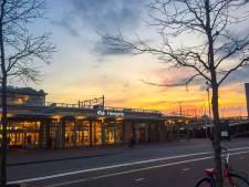 Tot nu toe 18 boetes voor automobilisten die over Stationsplein Hengelo rijden