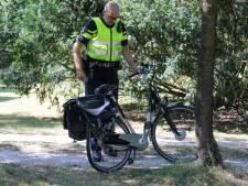 Fietser naar ziekenhuis na aanrijding met auto in Beekbergen