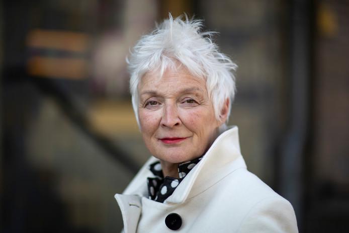 Christ'l Dullaert heeft dankzij Apeldoorner Ruud Kreling de 'non-enemy-verklaring' van haar Duitse grootouders, een bewijs dat zij zuiver handelden in de oorlog.