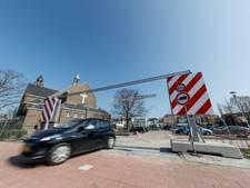 Eerste auto's op parkeerterrein Kasteeltuin in Zevenbergen