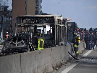 Chauffeur kaapt schoolbus vol kinderen en steekt voertuig in brand: justitie onderzoekt mogelijk terroristisch motief