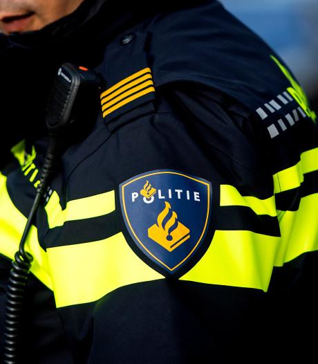 Politie zoekt zwarte Volkswagen na verlaten van ongeluk op N3 in Dordrecht