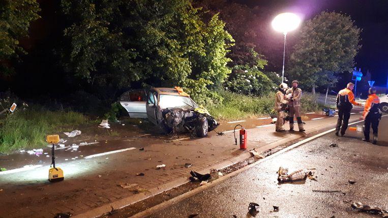 De twee inzittenden werden in levensgevaar overgebracht naar het ziekenhuis.