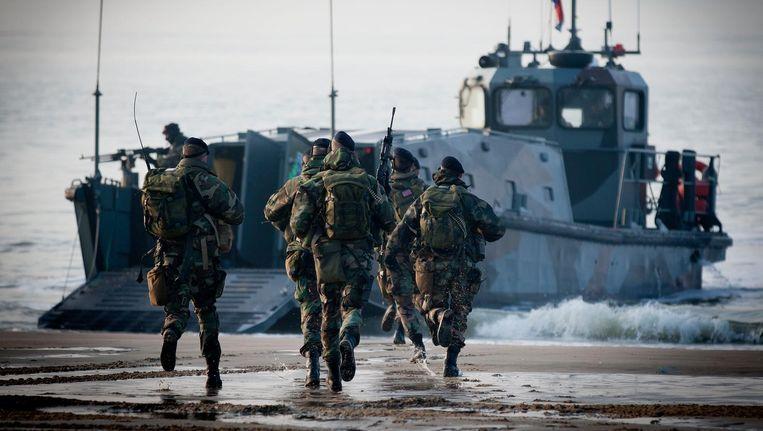 Mariniers tijdens een oefening op het Vlissingse Badstrand. Beeld anp