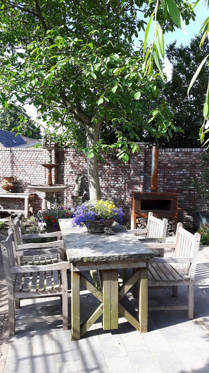 Een deel van het terras en de expositietuin op Kerkhoven van Ger en Ingrid Vugts.