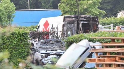 Brand vernielt elf auto's bij Citroëngarage
