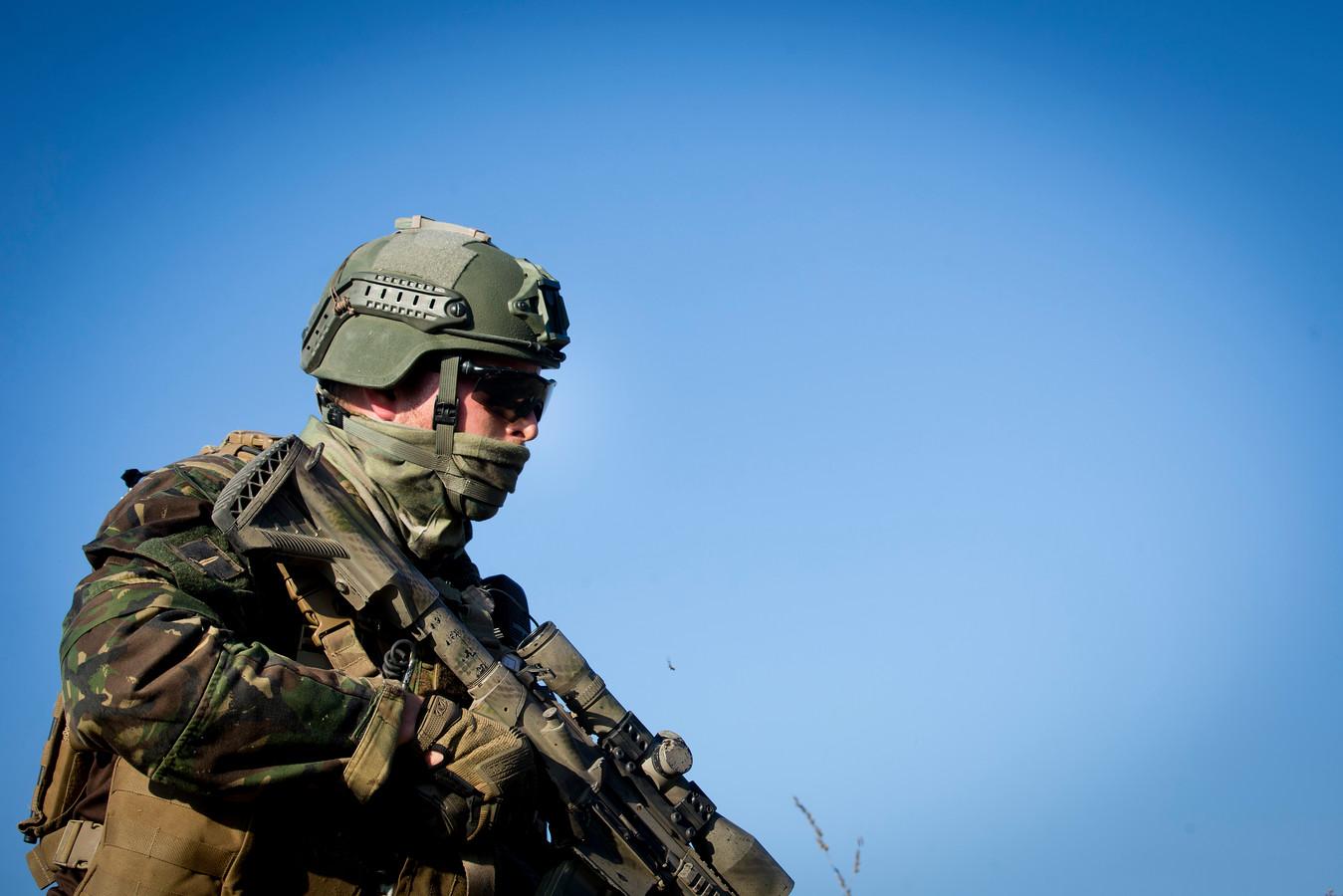 Nederlanse commando's houden een oefening in Bergen-Hohne.