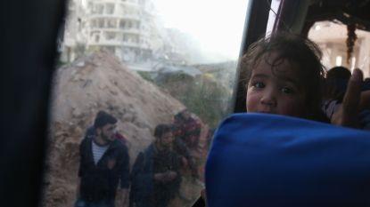 Ruim 6.000 burgers en rebellen verlaten Oost-Ghouta in konvooi