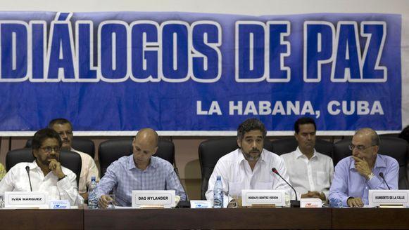 Ivan Marquez, onderhandelaar voor de Farc (links) en Humberto de la Calle, hoofdonderhandelaar voor de overheid (rechts).