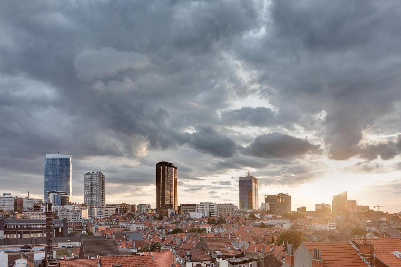 Le ciel bruxellois, comme ailleurs en Belgique, se partagera principalement entre nuages et éclaircies ce week-end, avec des températures dépassant les 20 degrés.