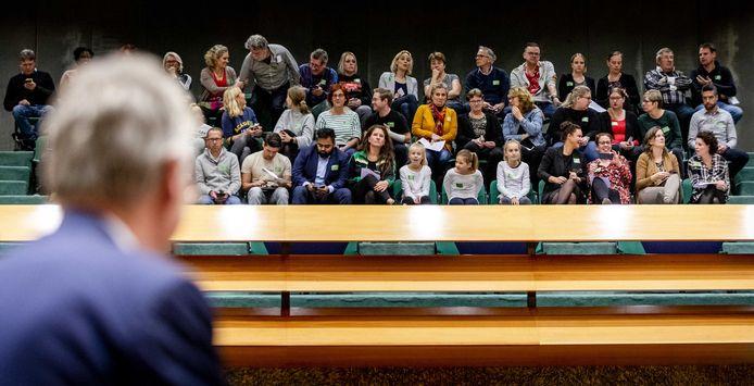 Arie Slob, minister voor Basis- en Voortgezet Onderwijs,  zag bij de behandeling van de onderwijsbegroting op 6 november een publieke tribune vol met leraren en leerlingen voor zich vanwege de landelijke onderwijsstaking.