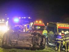 Een auto slaat om na ongeval op de A50 bij Eerde