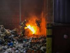 Vuilnis vat vlam in Apeldoorn: grote rookwolken boven industrieterrein