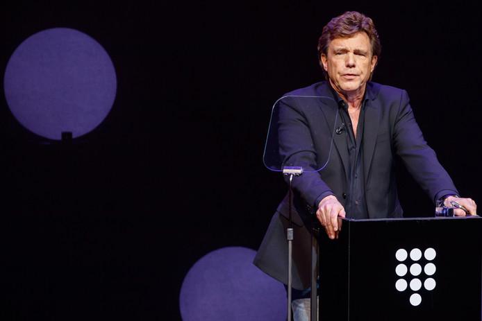 John de Mol tijdens een presentatie van de plannen van Talpa voor SBS.