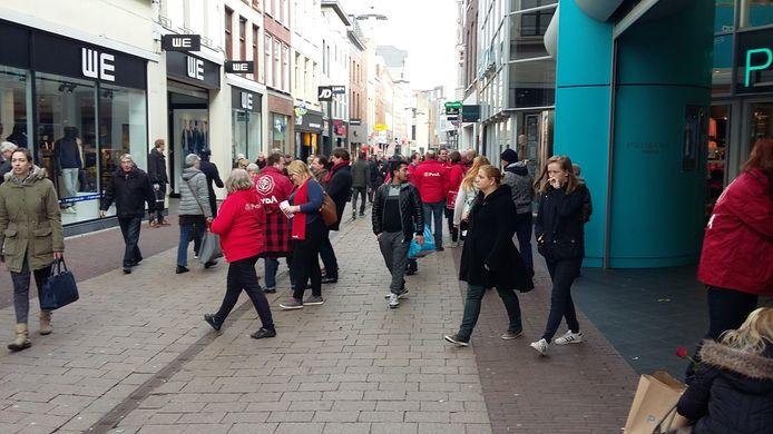 De actie tegen het personeelsbeleid van Primark in Arnhem.