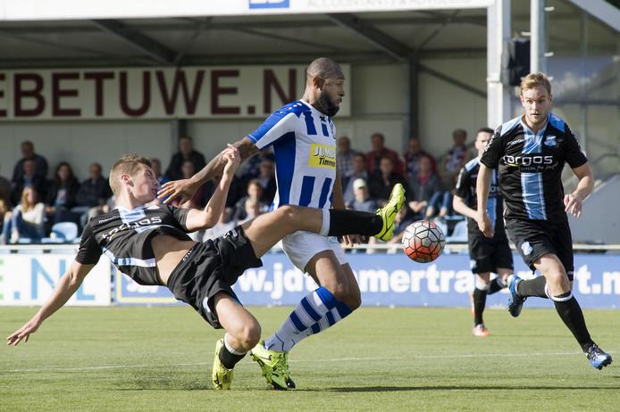 Guillano Grot (midden), hier in actie voor FC Lienden twee jaar geleden, komt niet naar de Betuwe.