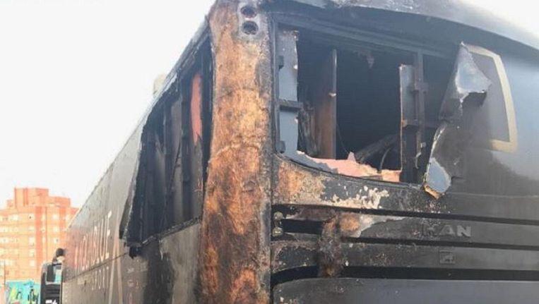 De uitgebrande bus van Aqua Blue Sport Beeld twitter