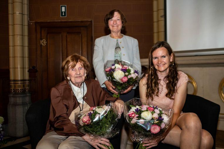 Paula Marckx, Moni Van Look (de advocate die de zaak won) en Paul's dochter Alexandra werden aan de UAntwerpen gehuldigd.