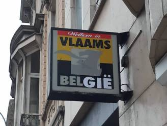 'Vlaams Belang' wordt even 'Vlaams België': grappenmakers bekladden logo aan Gents secretariaat