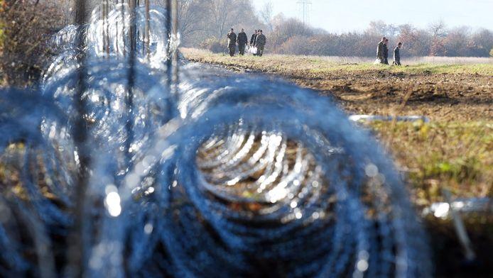 Prikkeldraad aan de grens van Slovakije met Kroatië