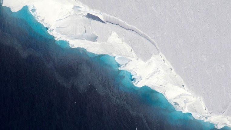 Een luchtbeeld van de smeltende Thwaites-gletsjer, begin dit jaar vrijgegeven door de NASA.